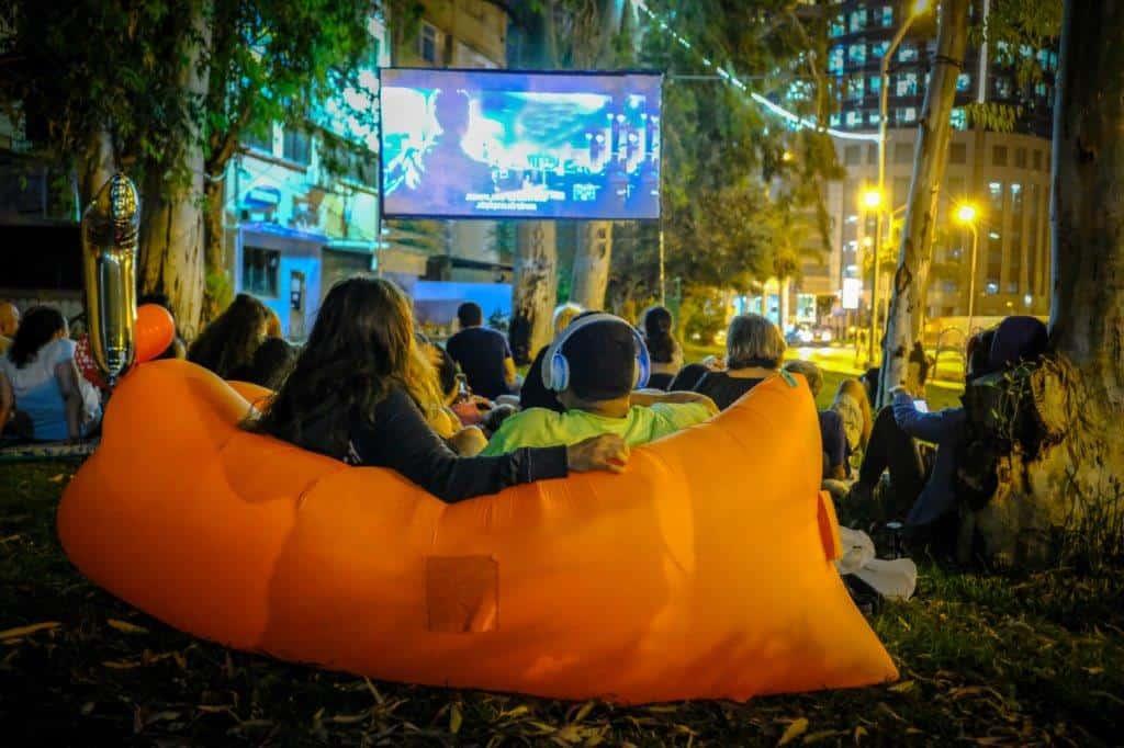 הקרנת סרט במתחם הבורסה, צילום: באדיבות דוברות עיריית רמת גן