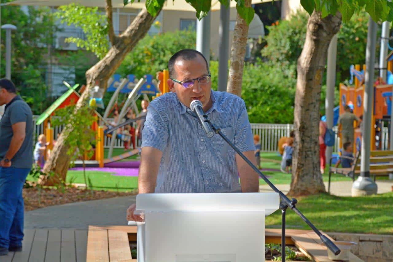 רן קוניק בחנוכת גן ויקטור המחודש, צילום: באדיבות דוברות עיריית גבעתיים