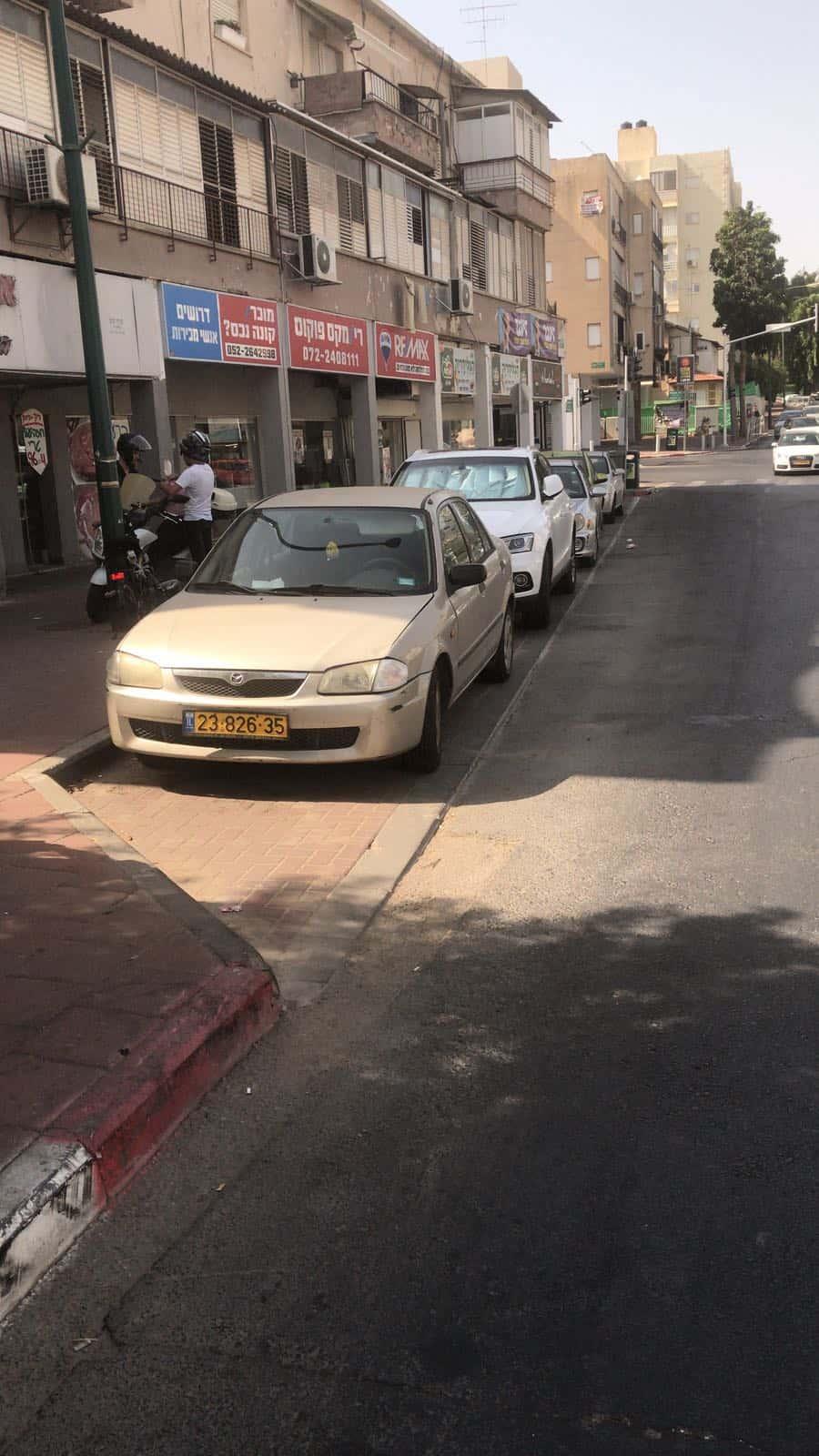 התושבים לא מזיזים את הרכב, צילום: גלי דאו