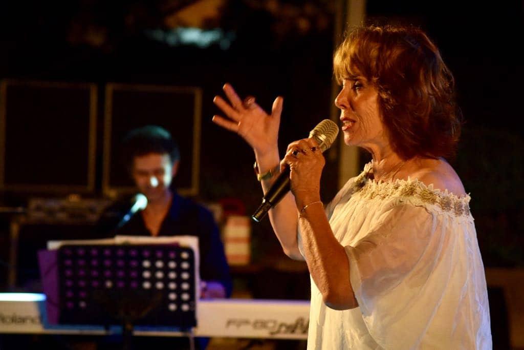 שולה חן על הבמה בחמישי, צילום: באדיבות דוברות עיריית גבעתיים