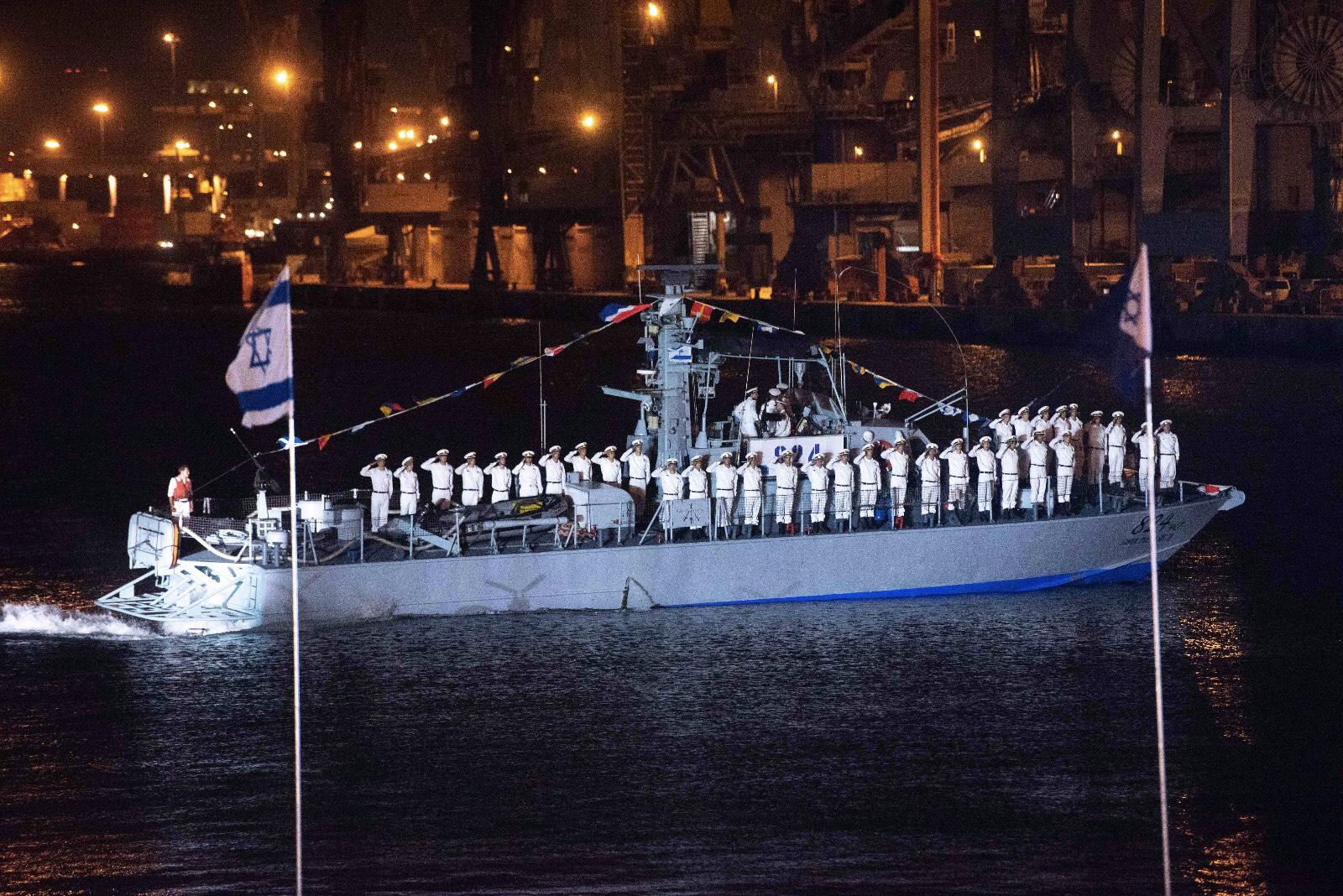 """על מדי א' הלבנים של חיל הים, צילום: באדיבות דובר צה""""ל"""