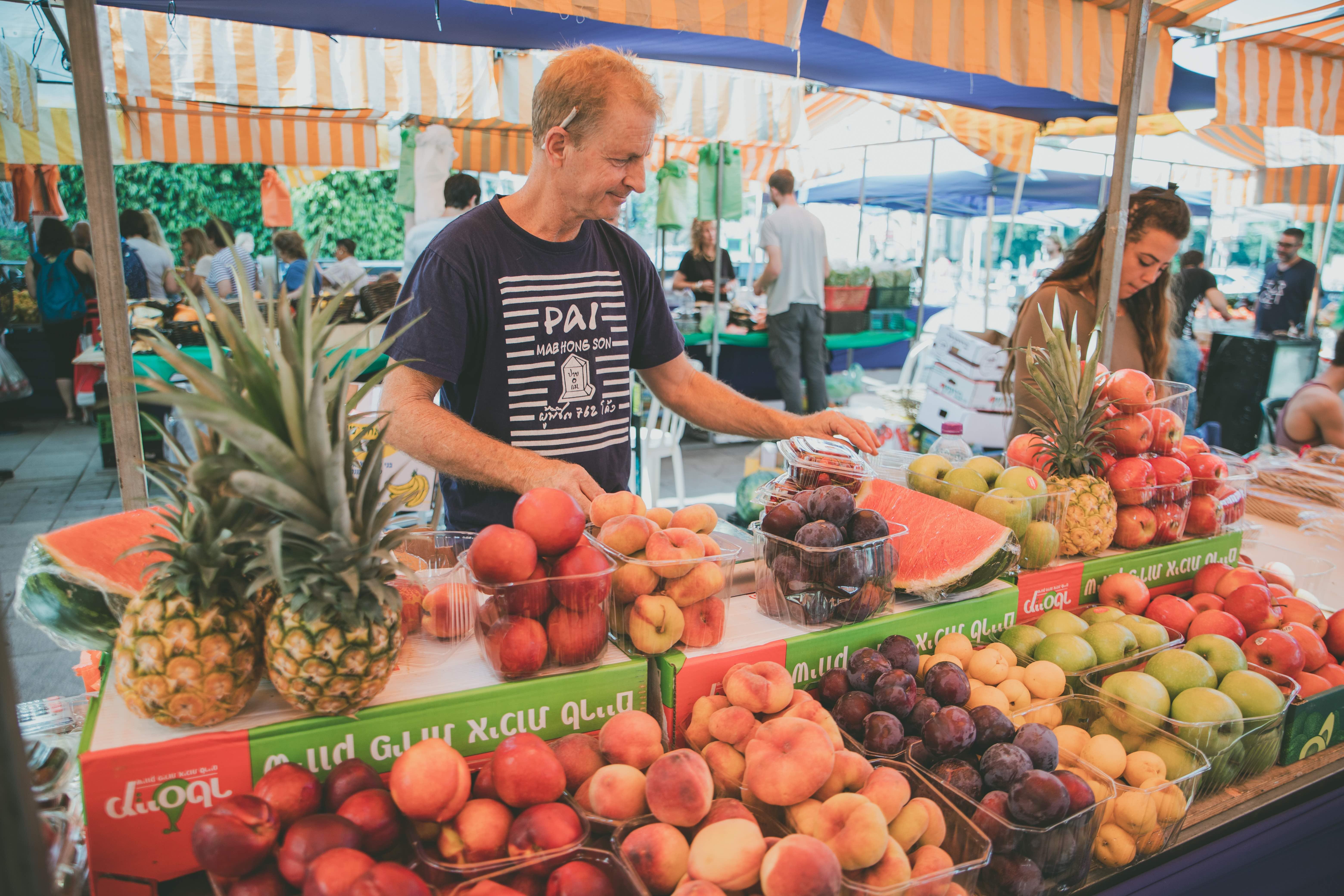 התפתחה חברות בין הסוחרים, צילום: באדיבות שוק האיכרים